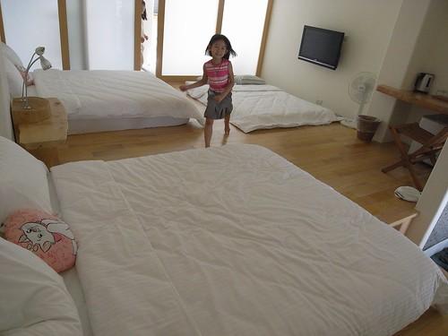 你拍攝的 11雙人床房間。