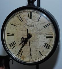 Old Clock (lvao) Tags: old clock round redondo relgio nmeros antigo pointers ponteiros presentti