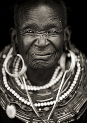 Old Pokot woman - Kenya (Eric Lafforgue) Tags: africa portrait people woman face beads kenya culture tribal human elder tribes bead afrika oldwoman tradition tribe ethnic kenia tribo gens visage vieille afrique ethnology tribu eastafrica 7505 beadednecklace pokot qunia lafforgue ethnie  qunia    beadsnecklace kea   pokhot  humainpersonne a
