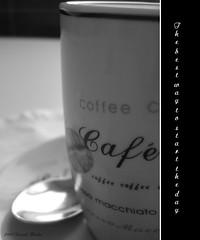 Por si quedaban dudas (Ente inexistente) Tags: bw stilllife macro coffee café bn bodegón desayuno placer cafè vicio infusión bodegones adicción cafeinomanía