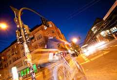 Berlin at night (abbilder) Tags: road street blue houses light people signs motion color colour bus berlin schilder bike night trafficlight lampe licht nikon raw traffic nacht flash spuren haus bahnhof menschen bewegung ubahn blau blitz laterne verkehr ampel farbig fahrrad prenzlauerberg kreuzung 1224 strobo bycicle trafic synchro schnhauserallee huser synch oberleitung twop d300 bvg hochbahn strase adobelightroom rearsynch eberswalderstrase abbilder wwwabbildercom