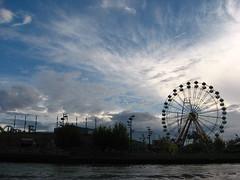 La rueda (rossana.fotos) Tags: argentina buenosaires viento cielo nubes vacaciones tigre calor riodelaplata trayecto chiquillas rossanagonzalez