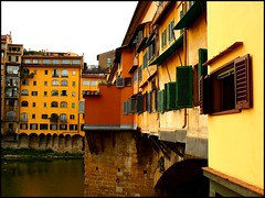 Ponte Vecchio, Firenze (sara-maria) Tags: italien bridge italy building yellow florence italia medieval gelb shutters colored firenze arno brücke coloured gebäude bunt pontevecchio florenz oldbridge fensterläden homersiliad