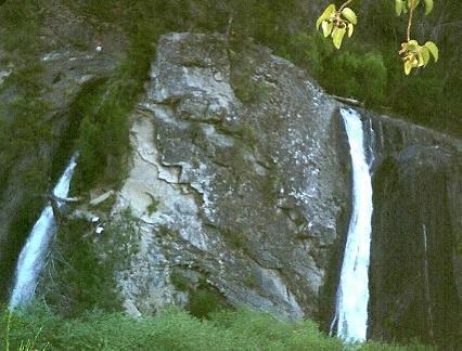 Cascada Escondida, El Bolsón, Argentina ......................... Original= (851 x 647)