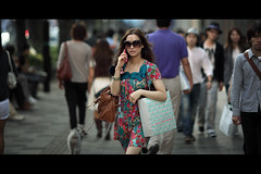Late Afternoon (safama) Tags: street sunglasses leather mobile canon bag women phone dress mark candid cell ii 5d  ef135mmf2lusm eos5dmarkii