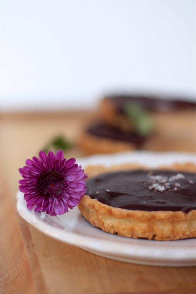 Chocolate Caramel Tart [fleur]