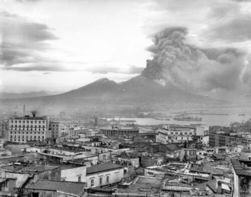 Mount Vesuvius: Naples at the height of the eruption of Mt. Vesuvius, 1944