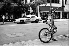 vélocipède (paga4flickr) Tags: street bw newyork bike bicycle 35mm noiretblanc nb rodinal bicyclette summilux asph velo vélo doityourself vélos 100iso acros100
