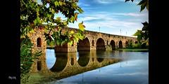 Y el puente se enamora del ro... (Quiria) Tags: espaa paisajes naturaleza puente spain merida rios reflejos puenteromano extremadura vanagram