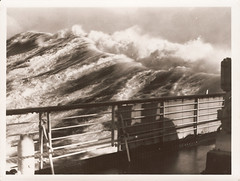 Windstärke 11 / Beaufort Force 11 (jens.lilienthal) Tags: old white storm black classic scale vintage photography see boat photo meer waves ship foto fotografie force wind picture weiss beaufort schiff schwarz violent wellen schifffahrt ozean foulweather seastate seegang