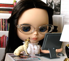"""Little Miss No-name"" (ellewoods2007) Tags: cat computer glasses office blythe rre rosieredencore blythecustom"