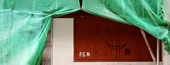 peek-a-boo (asaresult) Tags: street singapore canon400d