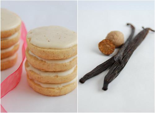 Spiced sable rounds with eggnog glaze / Biscoitinhos sablé de especiarias com cobertura de eggnog