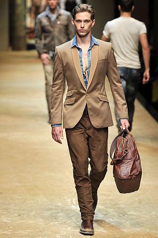 Davenport343_Travis_SS10_Milan_D&G(Men Style)