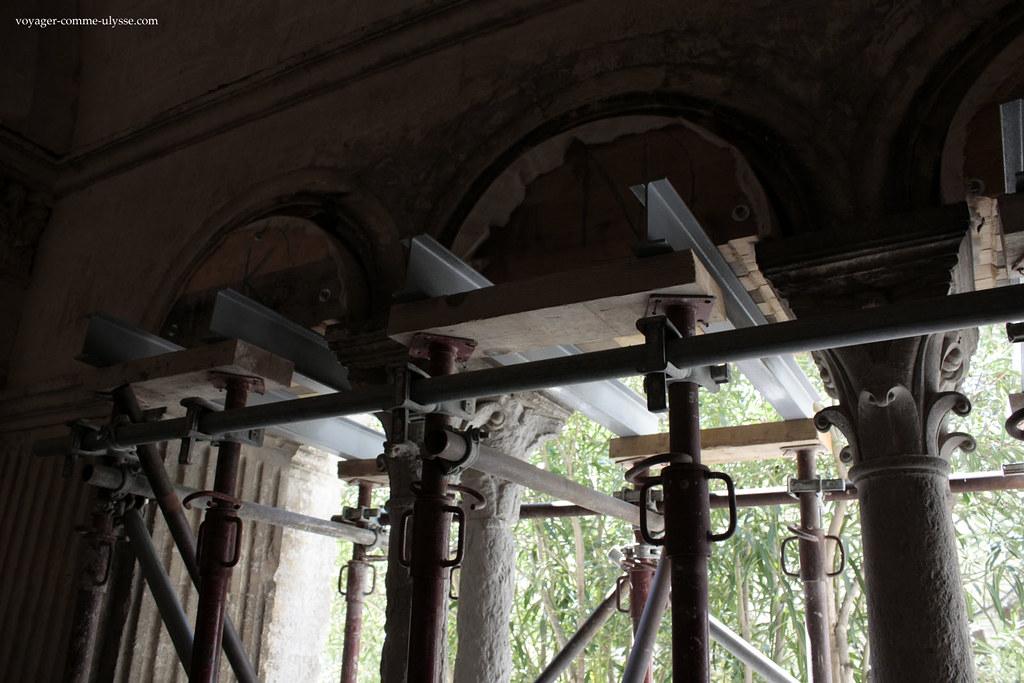 Un soin tout particulier est apporté à la restauration des chapiteaux du cloitre
