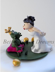 Bride kissing 2 (Bettys Sugar Dreams) Tags: cake germany bride princess hamburg polymerclay fimo hochzeitstorte torte anleitung fondant frogprince braut kissthefrog froschknig caketop hochzeitstorten herstellung tortenfiguren tortenfigur princessthefrog sugardreamsde bettinaschliephakeburchardt bettyssugardreams princessandthefrog kssdenfrosch
