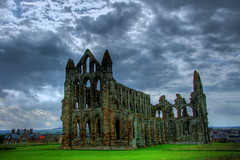 The ruins of Whitby Abbey (dreis) Tags: whitby hdr engeland whitbyabbey englishheritage june2009