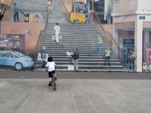 Passing by a trompe l'oeil mural in La Croix Rousse