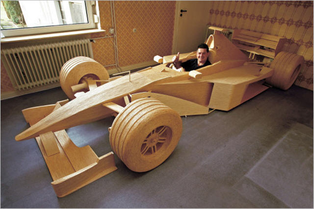 성냥개비로 만든 실제 크기의 F1 머신
