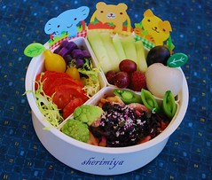 3 pals pasta bento (sherimiya ) Tags: school lunch kid healthy honeydew pasta grapes bento lychee obento broccoflower peapods yellowpeartomato okinawanpurplepotato redzebratomato sherimiya