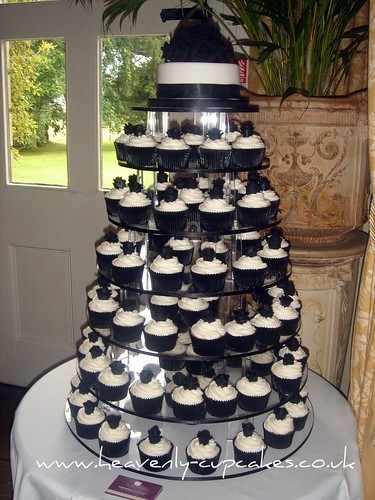 Black & White Wedding Cupcakes-Langar Hall Nottingham por Heavenly-Cupcakes.