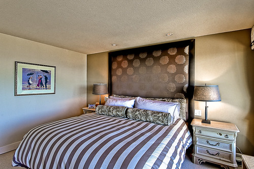Modern Master Bedroom Interior Design Idea