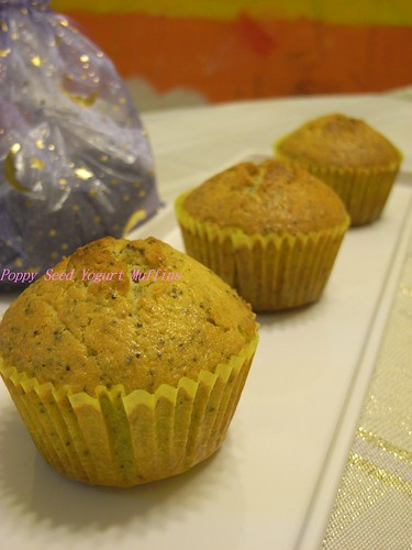 你拍攝的 2Poppy Seed Yogurt Muffins。