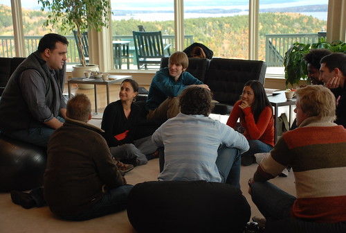 Andrew Zolli talking with PopTech 2009 Social Innovation Fellows