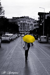 YeLLoW Umbrella (aliaydogmus35) Tags: street bw color colour yellow umbrella canon 50mm action ali capture tones sb recent d500 izmir gir selective sokak sar gri cadde emsiye aydogmus