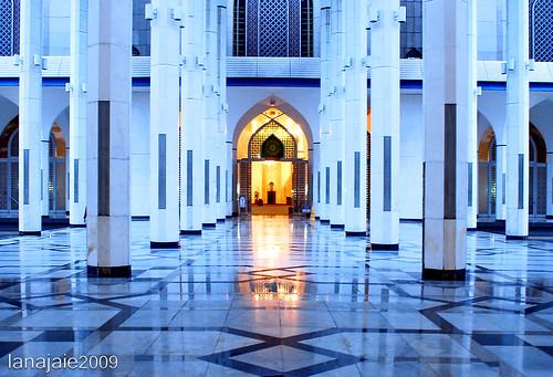 Sultan Salahuddin Abdul Aziz Shah Mosque - Malaysia