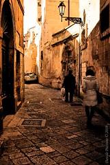 Lecce vecchia (baileys4US) Tags: people italy panorama sun photoshop landscape teatro nikon italia details skylight romano adobe dettagli nikkor sole salento puglia barocco lecce sud scorcio vicoli vecchia dettaglio cs4 contrasto leccese soronzo nikkor1855 officialnikkor d3000 baileys4us