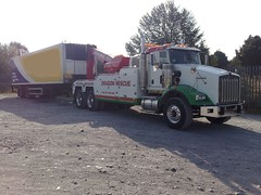 Dragon Rescue Kenworth Towing a Trailer (JAMES2039) Tags: rescue truck dragon trailer heavy tow towtruck recovery kenworth wrecker 6wheeler t800 heavyrecovery underlift heavyunderlift dr06gon