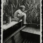 Archiv K901 Mit dem Ruderboot in den Binsen zum Angeln, 1950er thumbnail