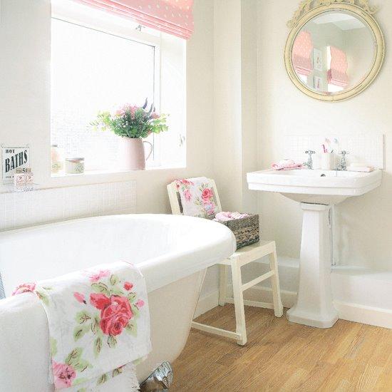 Pretty+white+bathroom