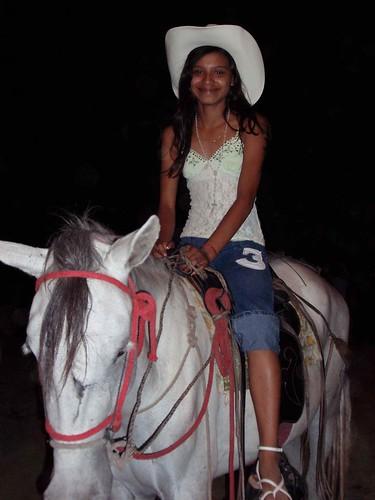 Jovencita bonita en caballo - Pretty girl on a horse; Jinotega, Nicaragua