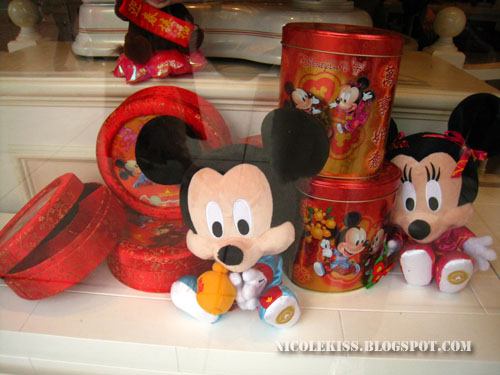 baby mickey wallpaper. baby mickey and minnie mouse. I found Ariel the mermaid statue in one of the