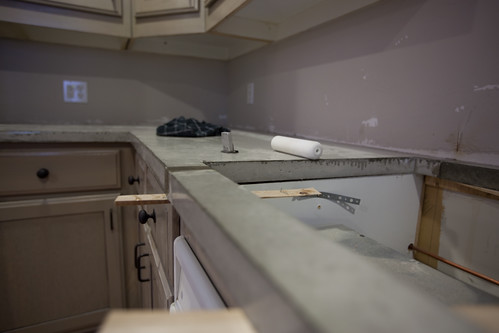 concrete countertop install by rayhatfield