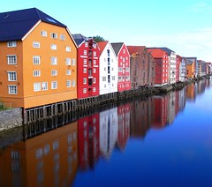 the must be tourist shot (gallmese) Tags: reflection norway river norge explore rd trondheim frontpage srtrndelag gul nidelva brygge bl nidaros piros hvit srga fehr kk norvgia trondhjem tkrzds foly magicunicornverybest magicunicornmasterpiece withoutgreen