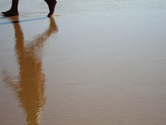 Refresh walk (Gabrielle Z) Tags: sea people reflection beach theturntable qualitypixels
