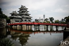 Matsumoto Castle (Rikolicious) Tags: voyage travel lake reflection castle japan chateau matsumoto japon mirroreffect   5photosaday omot matsumotoj