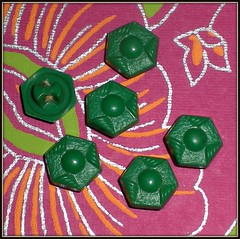 VINTAGE GEOMETRIC GREEN BUTTONS