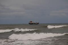 Nave in balia delle onde.... (Cane Billi ) Tags: nikon novembre mare nave cielo autunno pioggia burrasca spiaggia onde d300 savona mareggiata fornaci anno2009
