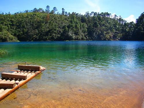 Paseando en balsa en el lago Pojoj (05)