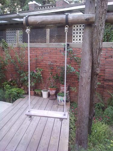 你拍攝的 庭院有盪鞦韆XD。