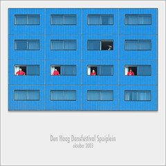 Ritme / rythm (Bram Meijer) Tags: blue red blauw denhaag rood spuiplein