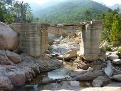 Le pont détruit IGN300 sur le ruisseau de Sainte-Lucie