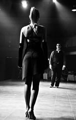[フリー画像] [人物写真] [一般ポートレイト] [恋人/カップル] [踊り/ダンス] [モノクロ写真] [後ろ姿]     [フリー素材]