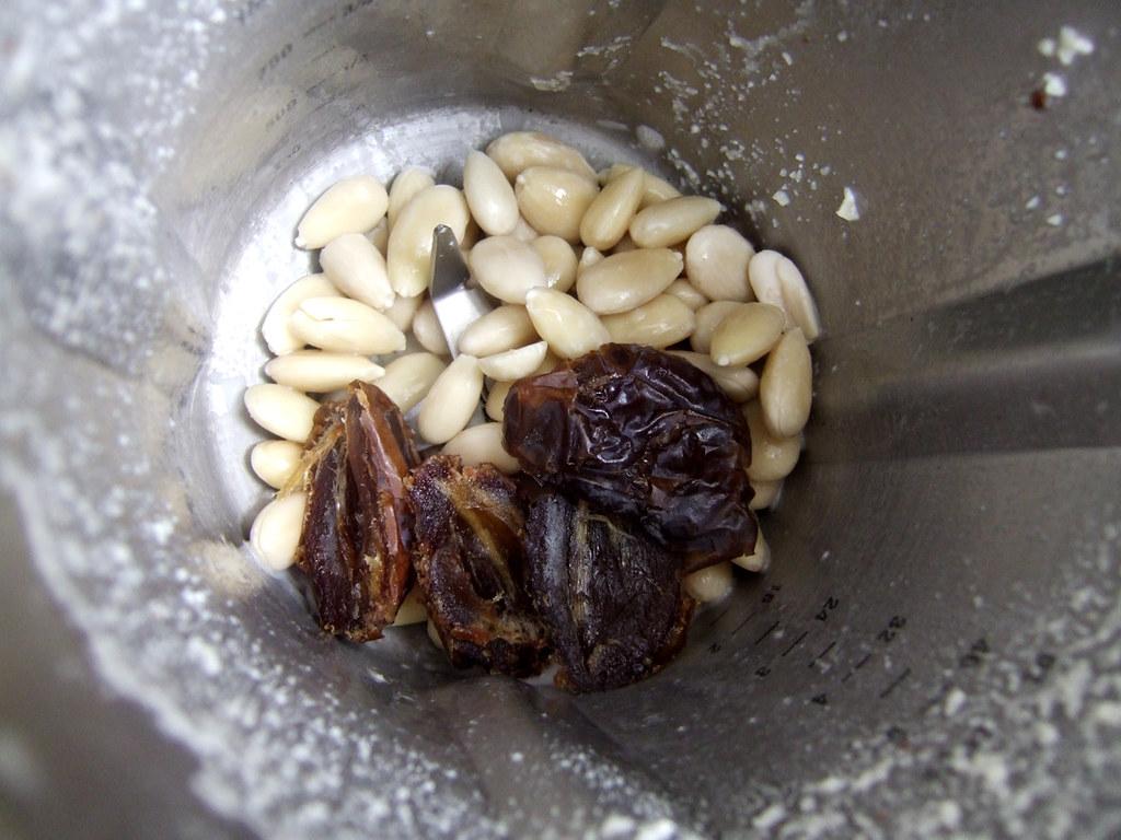 almond milk_03