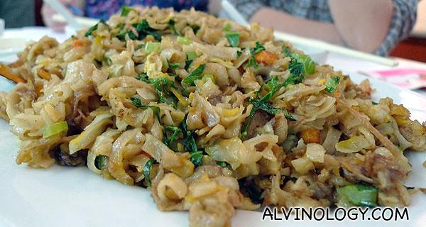 菜脯炒粿条 - fried kway tiao with cai por