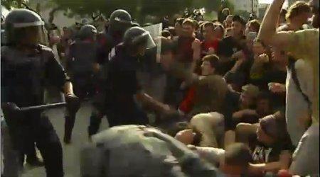 11e27 Los Mozos escuadra desalojan Plaza Cataluña 4